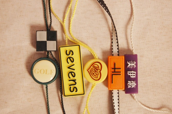 Customized garment plastic hang tag string