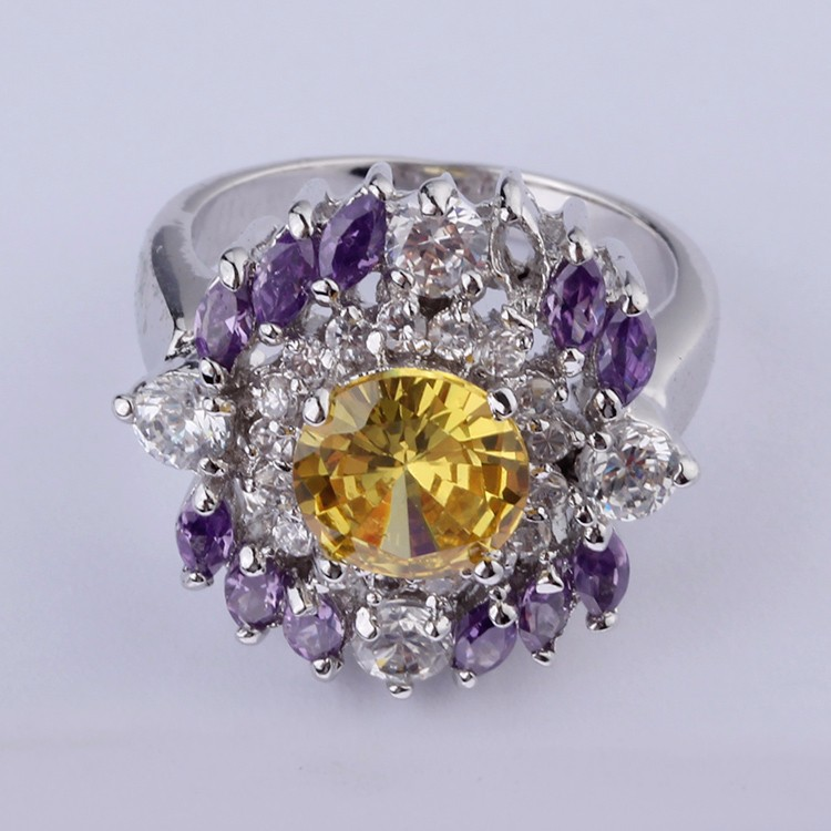 Hot Style Lovely Flower Shaped zirconia Gemstone Ring