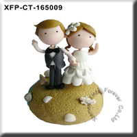 cheap wedding gift small resin wedding couple figurine cake topper