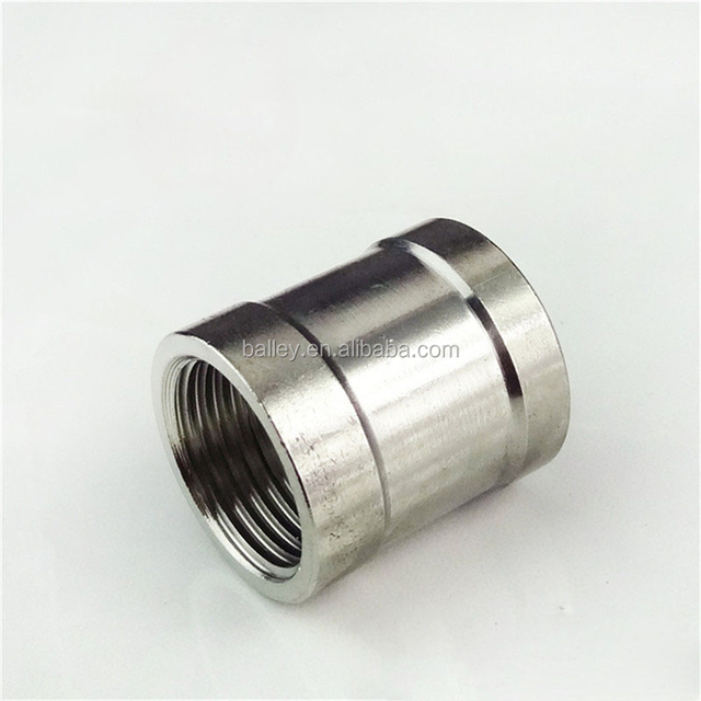 Malleable iron pipe fitting socket banded with ribs right hand threads