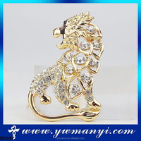 Hot sell super fashion looking for gold buyers animal style diamante brooches wholesale dubai brooch B0042