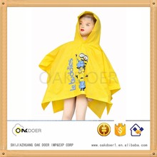 hot sell kid poncho, yellow PVC rain poncho with cartoon minions printed, kid poncho with sleeves