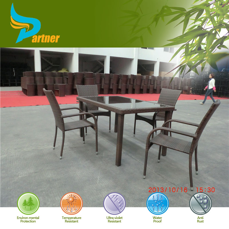 Mr Dream-true Decorative Sigma Garden Long-Lasting and Easy Clean Outdoor Rattan Table Set