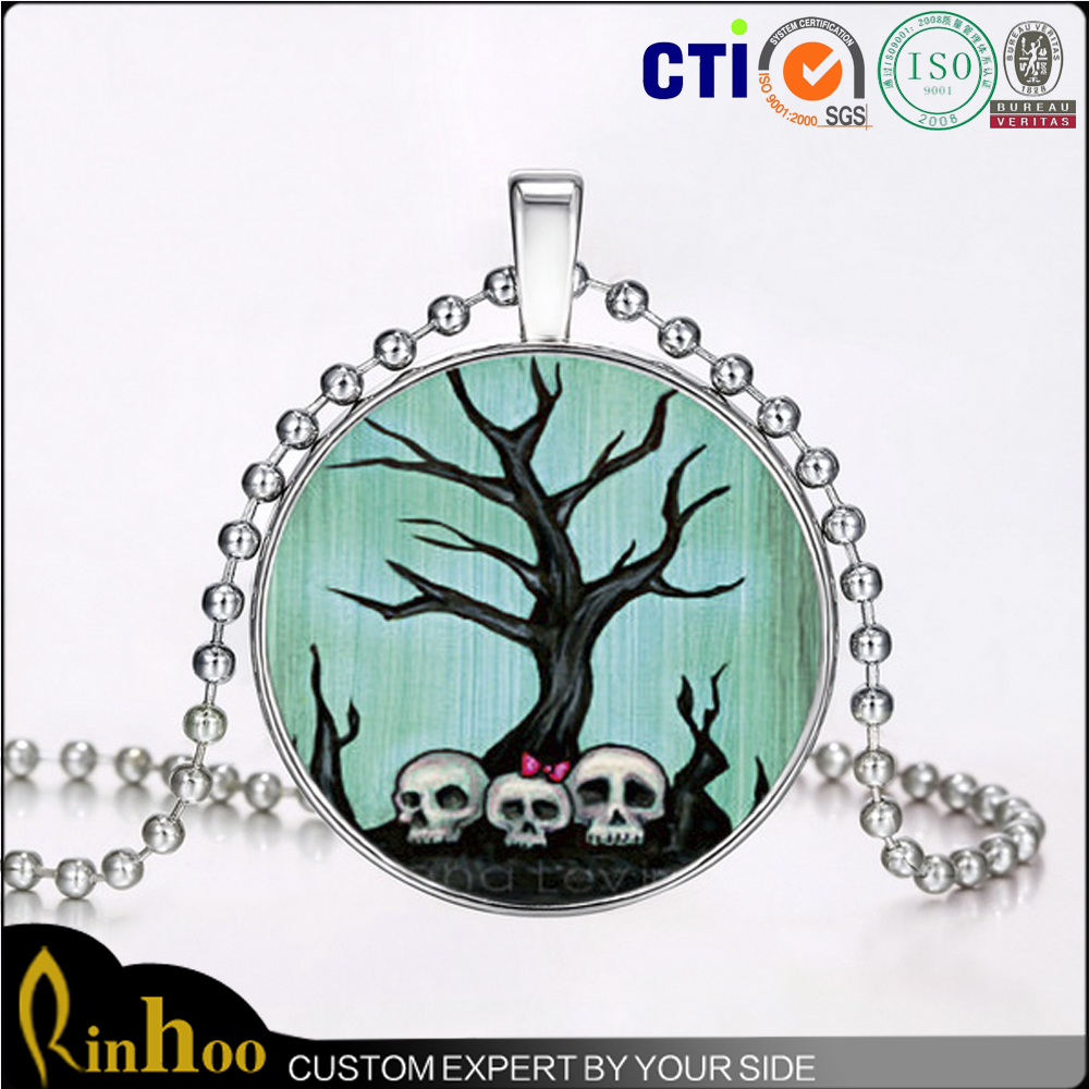 Distinctive Glass Skull Pendant Necklace Latest Halloween Glow In The Dark Skull Necklace For Girls Ornament