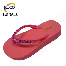 Comfortable Edge Covering Beach Party Wholesale Rhinestone Flip Flops