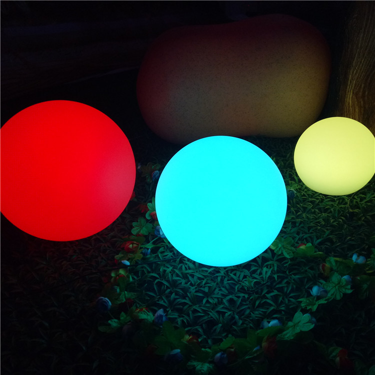 China Customized Different Sizes Plastic IP68 Waterproof LED Glow Swimming Pool Ball