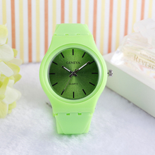 2017 vogue stylish customized silicone watch with jelly band watches