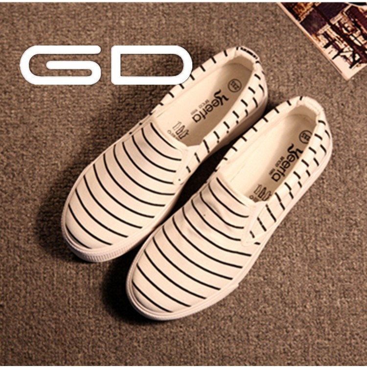 High quality fashionable and cute women flat shoes at reasonable price
