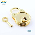2017 new product professional zinc alloy gold wedding key custom brass padlock