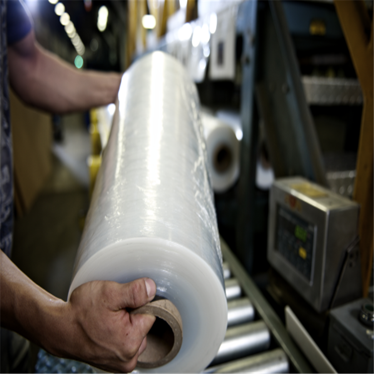 Top quality professional LLDPE cling wrap film /stretch film wrapping machine