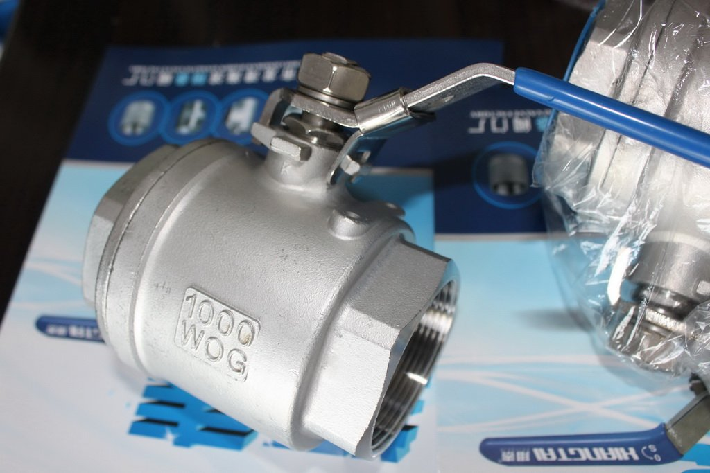 Stainless Steel BSPT 2PC Ball Valve, 4 INCH, Full Bore 1000WOG, Lock Device