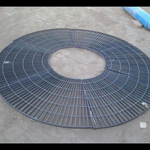 Steel grating tree pool cover makes tree fully enjoy sun and air