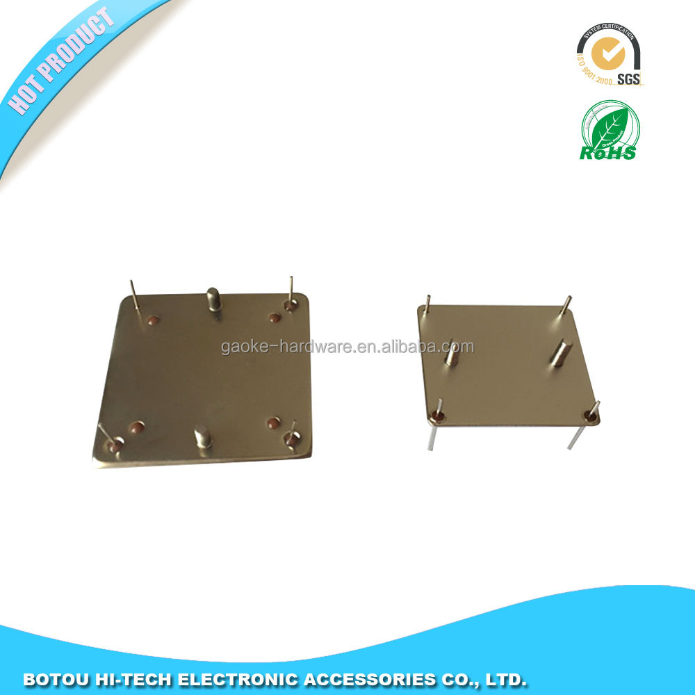 Surface mounts for surface mount oscillators