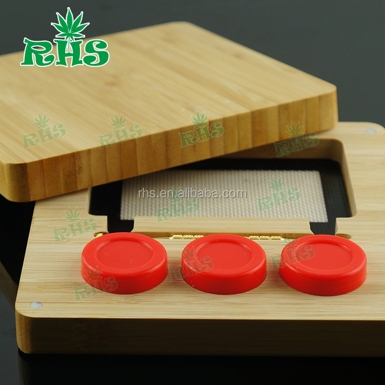 Bamboo box kit for wax with Food Grade Non-stick Customized Silicone Jars Dab Wax Container inside