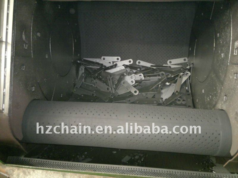 Conveyor chain for gloves mill