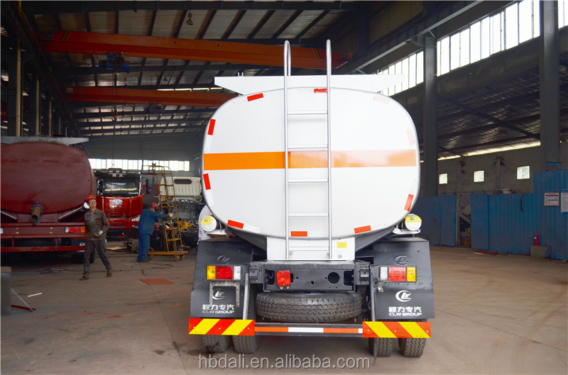 8000litres Four-wheel drive refueling truck