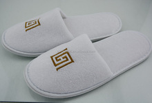 Custom Disposable Mens Down Slippers for Hotel Spa Airline Guest Slippers in White Terry Slippers