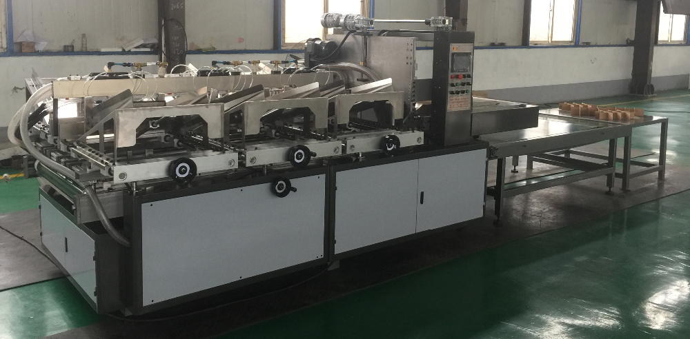 ZH /CGJ 450 Full Auto Partition Assembly Machinery / Paperboard Cross Clapboard Assemble Equipment For Beer Box