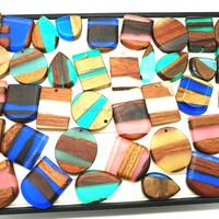 Factory supply epoxy wood ornaments annatto resin pendant colorful unique wood necklace