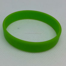 custom /wholesale The entire silicone bracelet in addition to the logo is one color