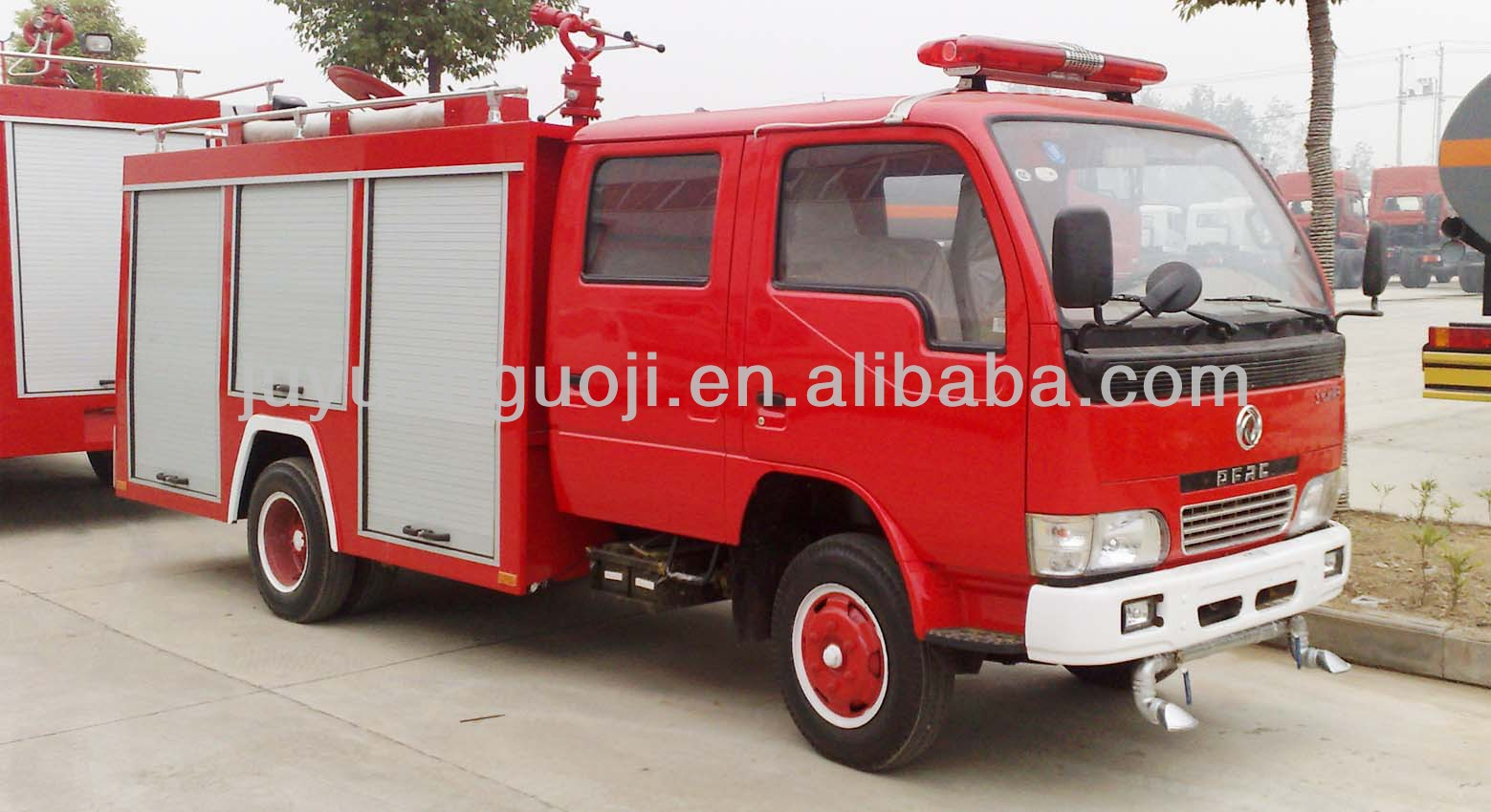 Hot Sale Dongfeng Chassis 4*2 Fire Fighting Truck/Antique Fire Trucks/Water and Foam Tender Fire Truck (8000L)
