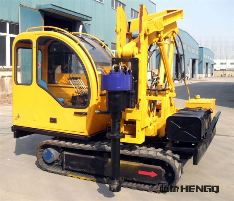 Four cylinders walking pile drivers solar construction screw pile driver hydraulic machine used for