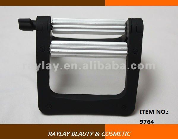 Hair salon use matt black plastic hair color tube squeezers