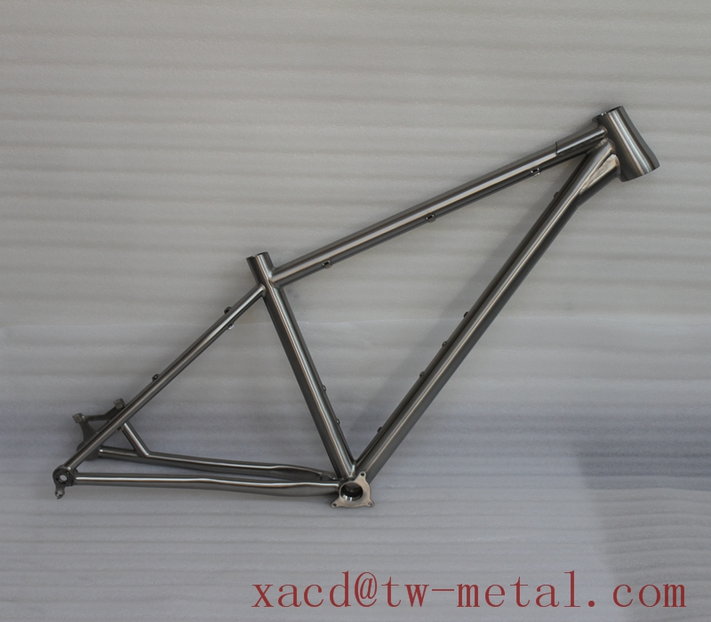 Titanium fat bike frame with reinforced taper head tube and BB30 Custom titanium snow bike frame Factory direct supply ti bikes