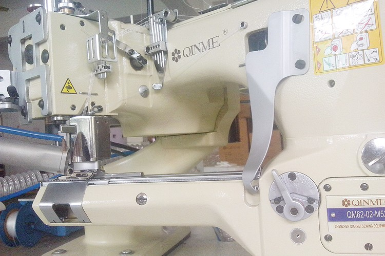 4 Needle 6 Thread off-the-arm Yamato 6200 Industrial Sewing Machine