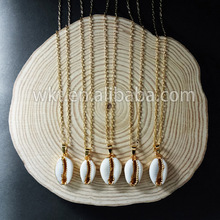 WT-N493 Wholesale Natural Cowrie Shell With Gold Dipped Pendant Necklace,Fashion Charm Cowrie Shell Necklace For Women