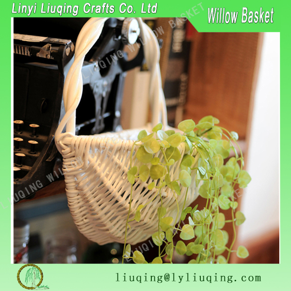 Factory wholesale wall hanging white willow wicker basket garden basket with handle & plastic lining for planting