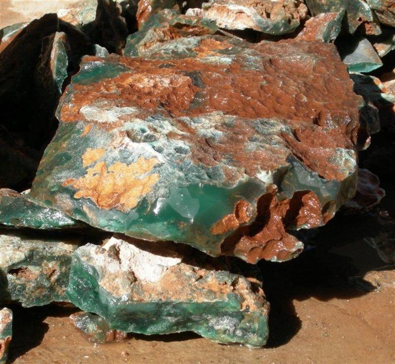 полупрозрачный зеленый нефрит