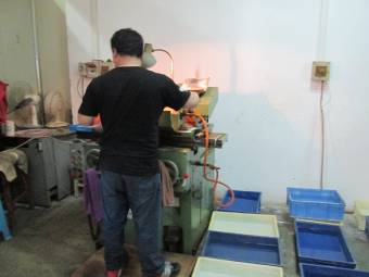 Glass Cutting And Rolling