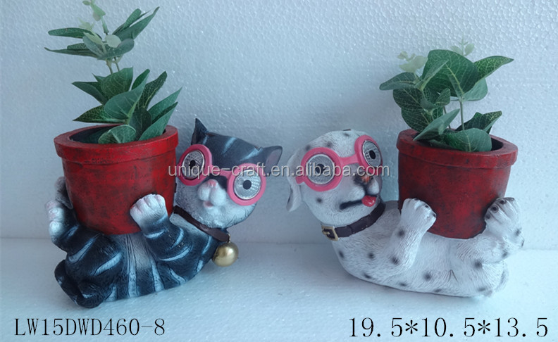 indoor decorative pots planters Resin Cat and Dog Statues Planter With eye Solar Light