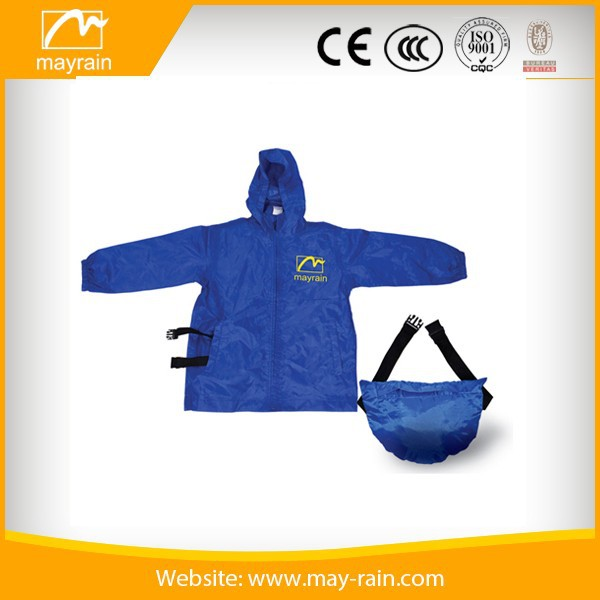 Polyester raincoat with backpack