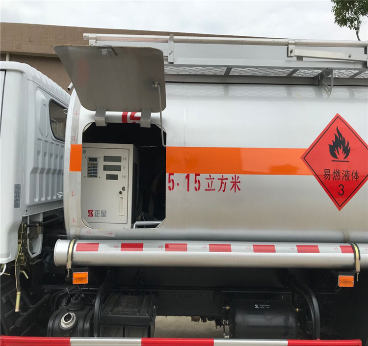 High performance Foton AUMARK 4*2 6000Liters Fuel Tank Truck oil tank trucks