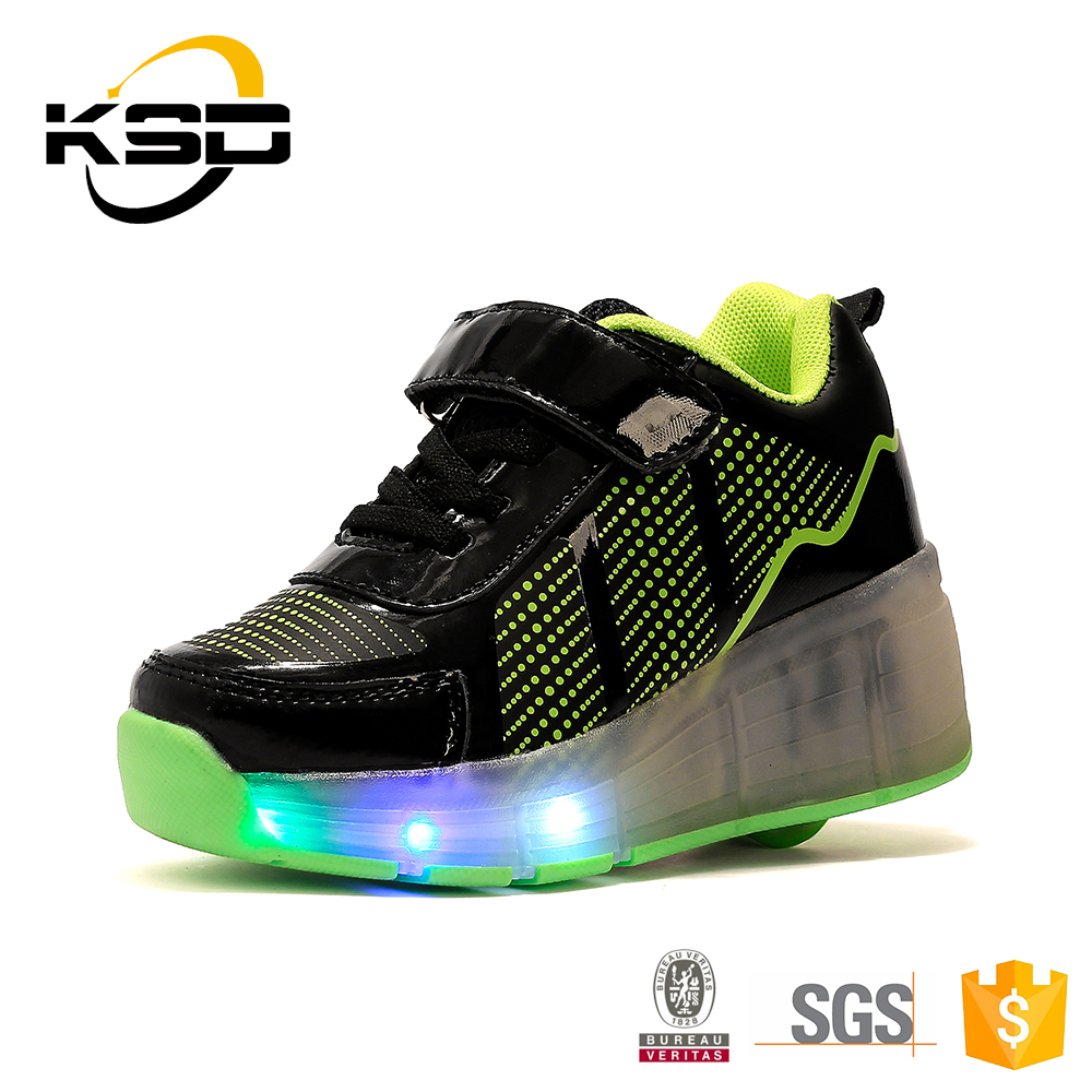 Roller Skate Shoes LED Light Up Kids Shoes with Retractable Wheels for Children