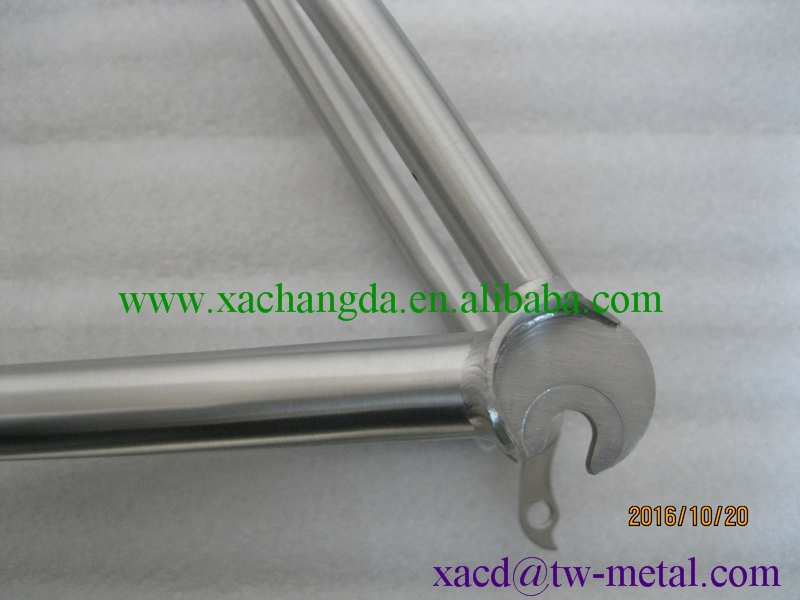 Titanium road bicycle frame custom ti road bike frame with inner line routing and replaceable dropouts