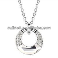 New design decorative various shapes and designs metal custom charm pendants carved heart pendant