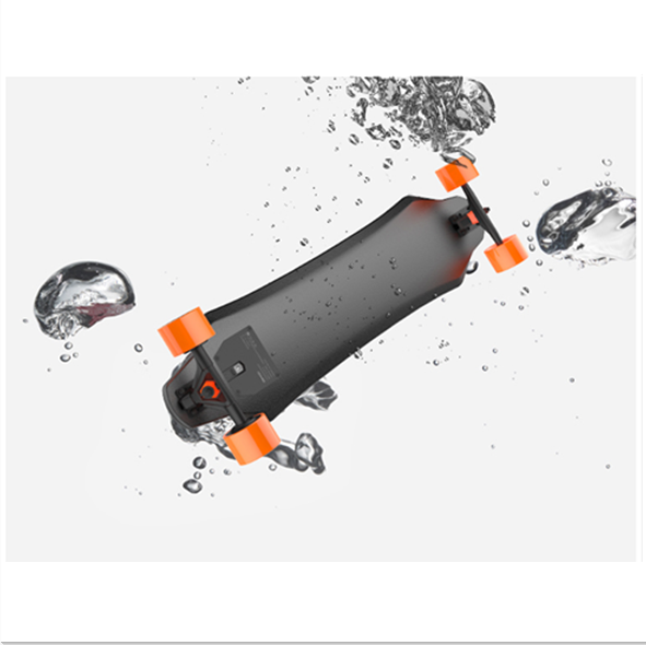 Amazing!IP55 waterproof and dustproof dual hub motor electric skateboard APP application bluethooth remote control boosted board