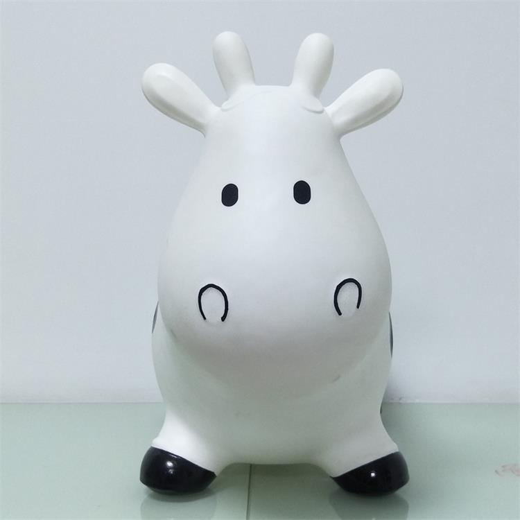 High quality plastic inflatable cow toy for kids