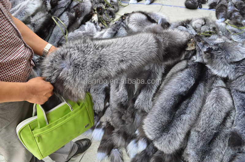 Hot sales promotion price Fox Fur Pelt for Making Fur Collar