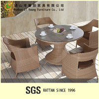 Foshan Hot Sale Furniture Sturdy And Durable Dining Tempered Glass Top Rattan Table And Chair , Garden Outdoor Wicker Dining Set