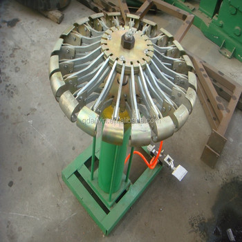 Tire expanding machine with umbrella shape