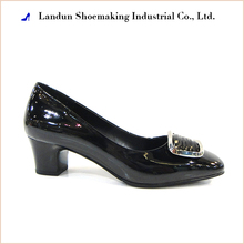 2017 fashion spanish black ladies leather shoes for women made in china