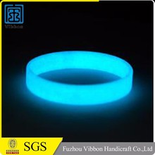 China supplier promotional top quality glow silicone bracelet