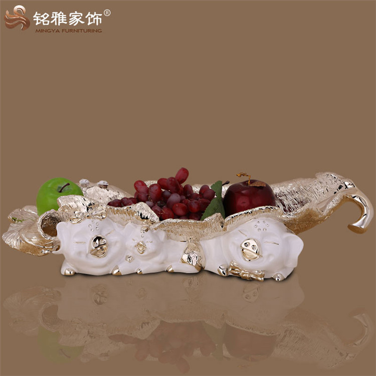 Household decorative items abstract resin craft polyresin animal pig family shaped fruit tray