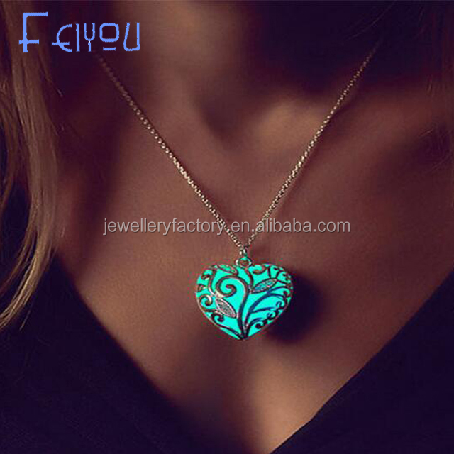 Cheapest shipping Retail Wholesale price Silver Plated forest glowing heart necklace