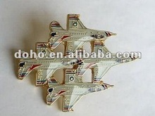 Quality Authentic tin badges --DH 7676