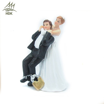 Romantic polyresin cartoon figurines resin character statue wedding couple craft